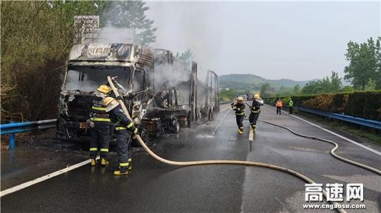 湖北高速路政大广北第二大队多部门联勤联动紧急解除高速火情