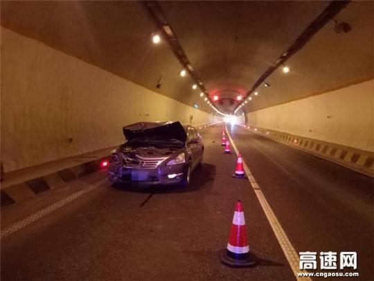 甘肃高速公路武威清障救援大队快速处置乌稍岭隧道事故