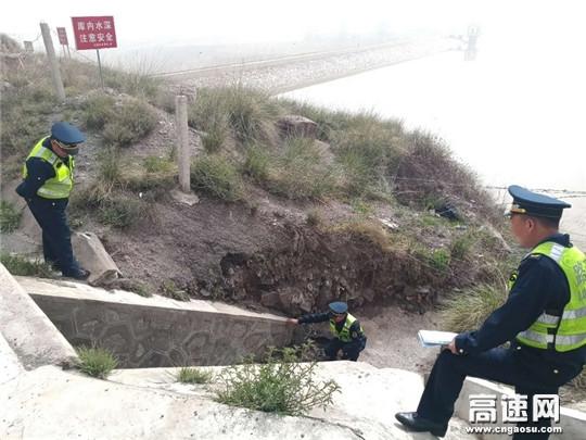 甘肃古浪路政执法所积极开展桥隧涵公路路域环境集中整治工作