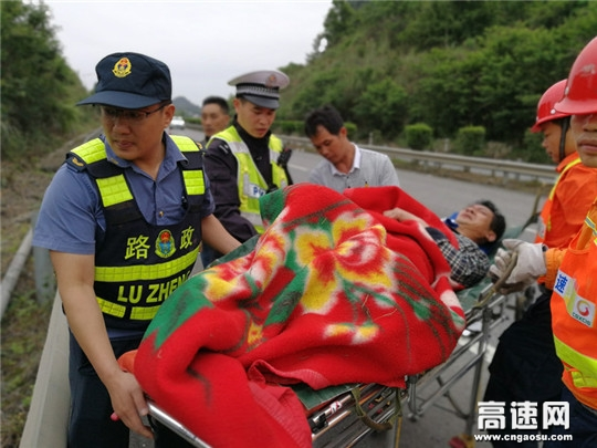 广西柳州高速公路管理处南丹路政执法大队交通事故紧急施救显真情