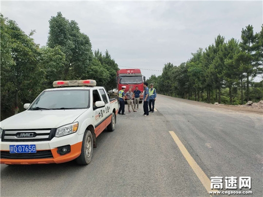 """江西:安福公路分局重拳出击 """"路政宣传月""""活动不留死角"""