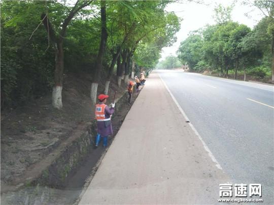 江西:遂川公路分局全力抢修水毁公路