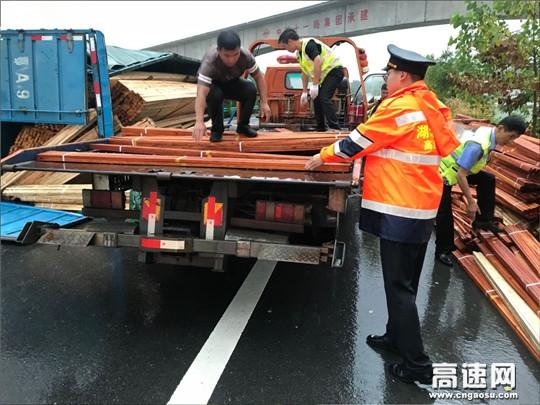 湖北高速路政汉十支队第七大队警路联合快速处置交通突发事件