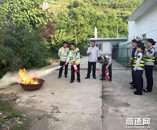 甘肃:东岔主线收费站开展消防知识学习及消防应急演练