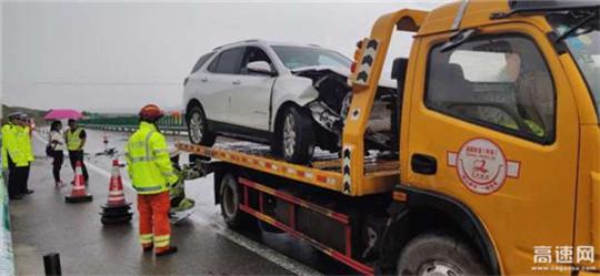 甘肃武威清障救援大队紧急处理G30连霍高速公路事故问题