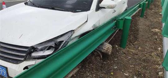 甘肃武威救援大队紧急处置高速公路事故
