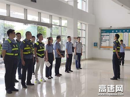 广西玉林高速公路管理处岑溪大队联合多部门齐出动为出行司乘人员打造良好的服务区