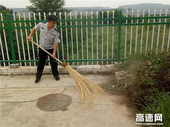 甘肃:泾川东站开展美化站区环境行动