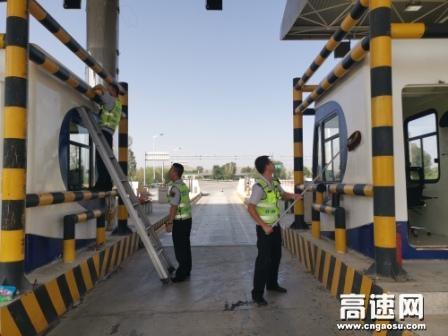 甘肃古永收费所丰乐收费站认真做好路域环境卫生整治工作