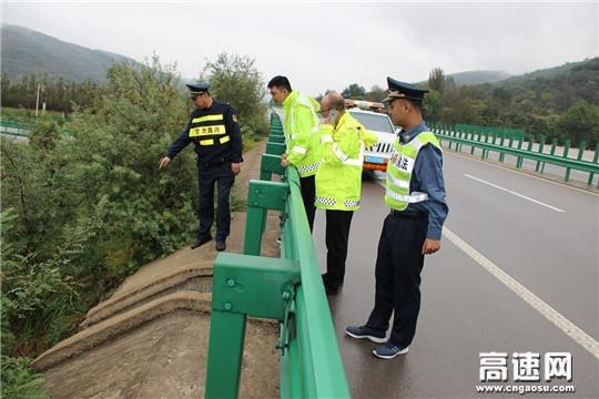 甘肃庆城收费所精准发力多项措施夯实防汛工作