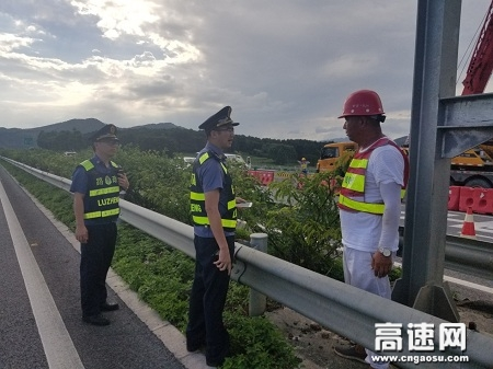 广西玉林高速公路管理处贵港二大队积极开展贵隆互通施工监管回头看