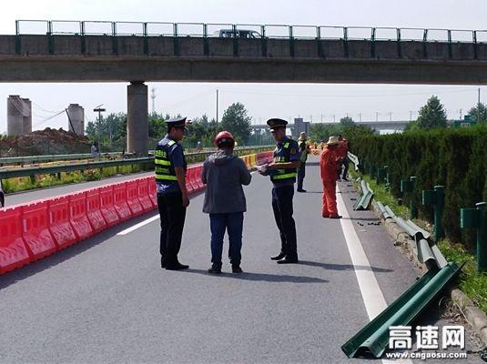 湖北高速路政武黄支队第八大队开展华容南互通施工监管工作