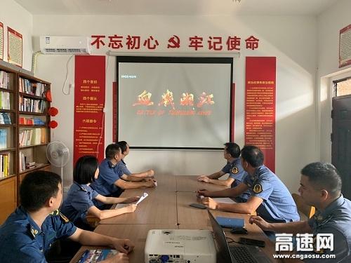 广西玉林高管处合浦大队组织观看《血战湘江》革命历史影片