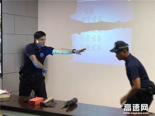 """广西高速公路管理支教官组""""送教上门""""深入十三大队开展警务实战演练"""
