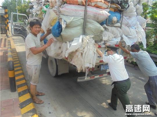 河北沧廊(京沪)高速姚官屯收费站收费员推车助司乘