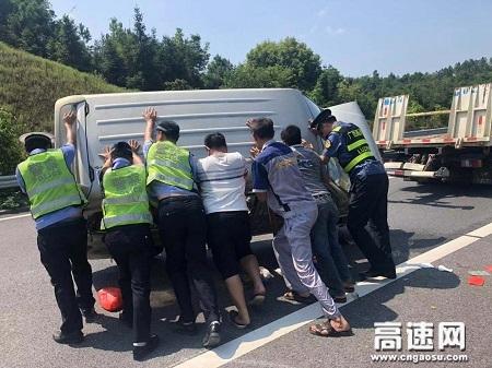 广西玉林高速公路管理处浦北路政执法大队浦北大队积极履行职责,确保高速公路安全畅通