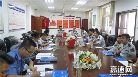 甘肃宝天高速麦积山隧道监控站组织学习事故警示案例