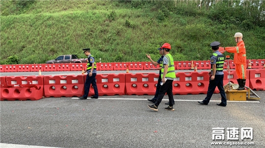 """广西玉林高速公路管理处博白大队开展""""中秋""""节前安全检查,确保落实安全生产机制"""