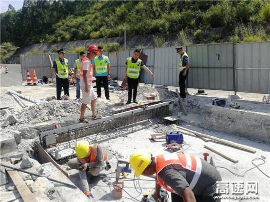 广西南宁高速公路管理处副主任谢林到上林路政执法大队开展高速公路入口称重项目建设督导工作