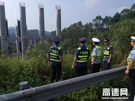 """广西玉林高速公路管理处贵港二大队组织""""路警企""""三方联合检查涉路施工"""