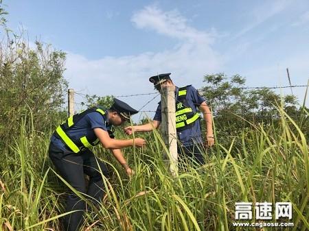 广西玉林高速公路管理处:路警企联合对辖区公路两侧刺铁丝网专项排查
