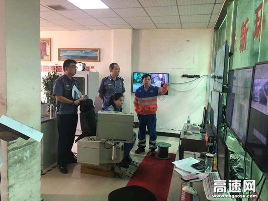 湖北高速路政武黄支队第八大队开展超限源头宣传化解垃圾清运民生难题