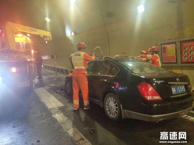 甘肃: 武威清障救援大队快速处置一起小车自燃事故