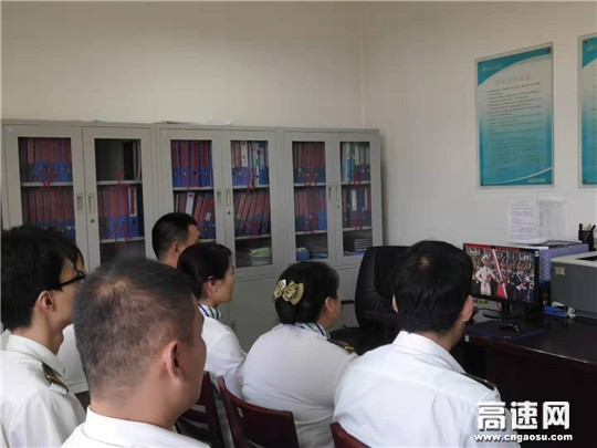 河北沧廊高速开发区收费站观看70周年国庆大阅兵