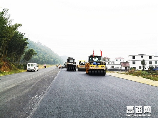 江西安福S438(泰山至文家)段旅游公路进入沥青路面施工阶段