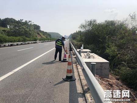 广西玉林高速公路管理处苍梧大队加强高速公路巡查护航国庆