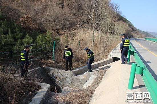 甘肃:雷西高速路政、收费部门联合开展冬季路网隐患排查