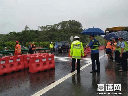 """广西玉林高速公路管理处""""路警企""""联合对松旺路改道进行检查指导"""