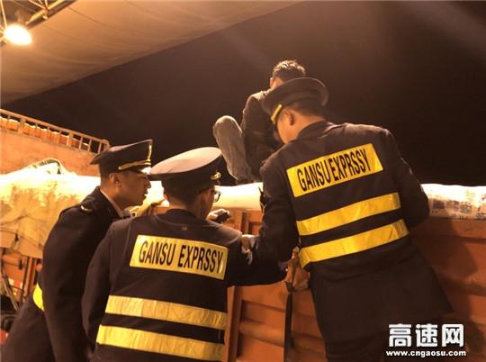 """甘肃庆城所驿马收费站""""百日拉网打逃""""清费专项活动成效显著"""