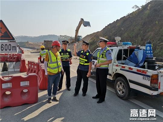广西玉林高管处博白大队联合交警开展施工重点路段监督检查