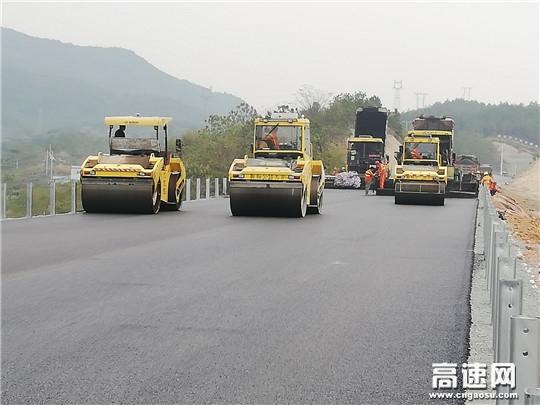 浙江顺畅G60沪昆高速公路改扩建先行段工程T02标罩面施工全面开铺,助力二期拓宽交通转换
