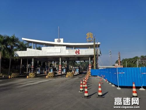 广西玉林高速公路管理处合浦高速路政大队积极配合做好省界收费站拆除工作
