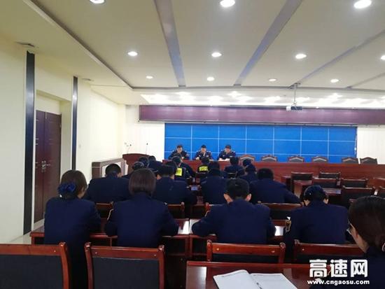 """甘肃:天水东收费站积极宣传为落实绿通新政策""""保驾护航"""""""