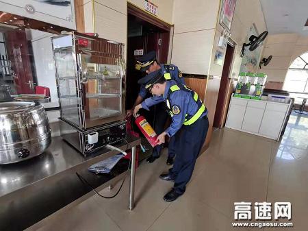 广西玉林高速公路管理处:贵港二大队开展服务区日常检查