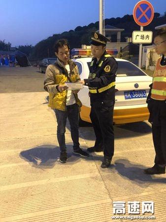 广西玉林高速公路管理处浦北大队积极推进超限运输许可宣传工作