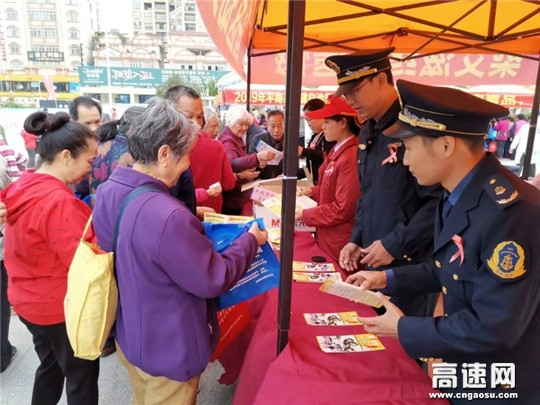 """广西玉林高速公路管理处平南路政执法大队让""""青春的红丝带""""迎风飘扬"""