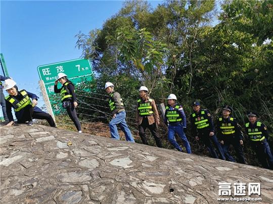 """广西玉林高速公路管理处博白大队陪同高管局开展示范路创建工作检查,树立""""阳光路政""""新形象"""