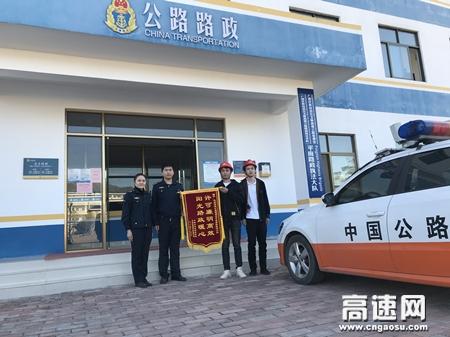 """广西玉林高速公路管理处平南大队高效解答许可咨询,树立""""阳光路政""""形象"""