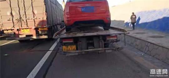 甘肃高速武威救援大队快速处置一起两小车追尾事故