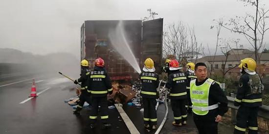 浙江顺畅甬金绍兴项目部迅速处理一起高速货车起火事件
