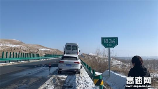 甘肃武威清障救援大队快速处置一起侧翻事故