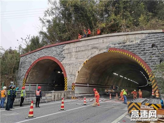"""广西高速路政清除""""空中炸弹""""确保春运道路安全畅通"""
