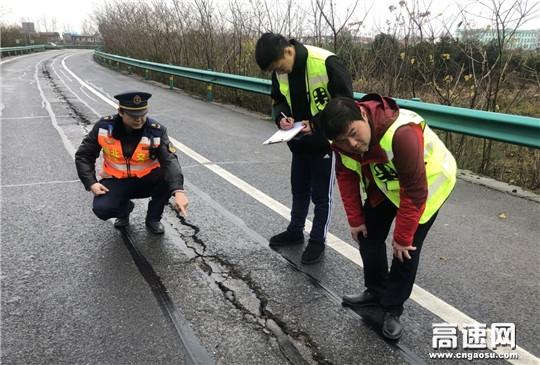 湖北高速武黄路政第一大队防风险保春运全力做好道路安全隐患排查工作