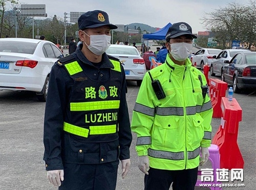 广西高速合浦路政大队疫情防控与安全保畅两不误