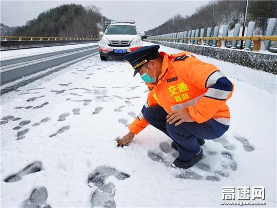 战疫情除冰雪,路警企多方联动保畅通