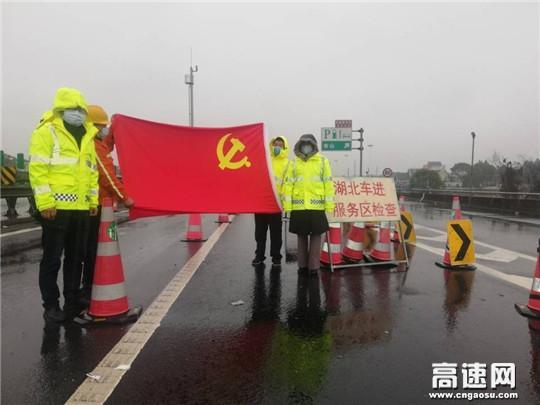 浙江顺畅养护衢州项目部开展集约化移动封道施工